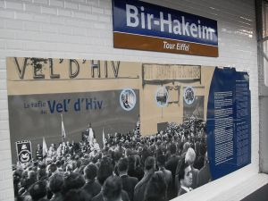 Information about Vel d'Hiv at the Bir Hakeim Metro Station, Paris. Photo: Wikimedia Commons/Djampa