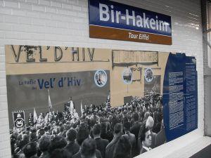 Information about Vel d'Hiv at the Bir Hakeim Metro Station, Paris. Photo: Wikimedia Commons/Djampa