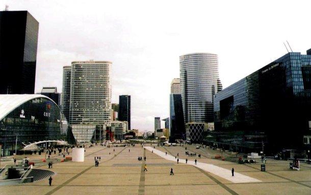 La Defense in Paris. Photo: Moralist for Wikimedia Commons