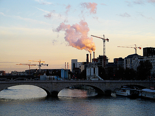 Minister of Industrial Recovery Montebourg is hoping that public and private investment in French industry will spur growth in manufacturing. Here, industry complexes along the Seine in Paris. Photo: Thomas Claveirole for flickr.