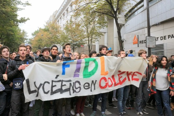 Student Demonstration in front of the Paris Board of Education Photo:plus.google.com/photos/Jean-ClaudeSaget