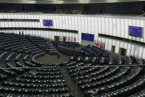 EU Parliament chamber in Strasbourg, France. Photo: jeffowenphotos for Wikimedia Commons