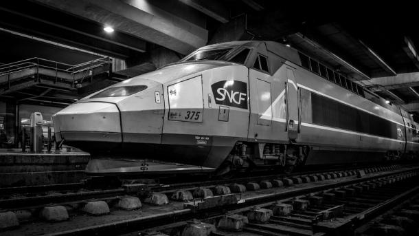 SNCF TGV 375 at the Paris Montparnasse train station. Photo: DXR for flickr.